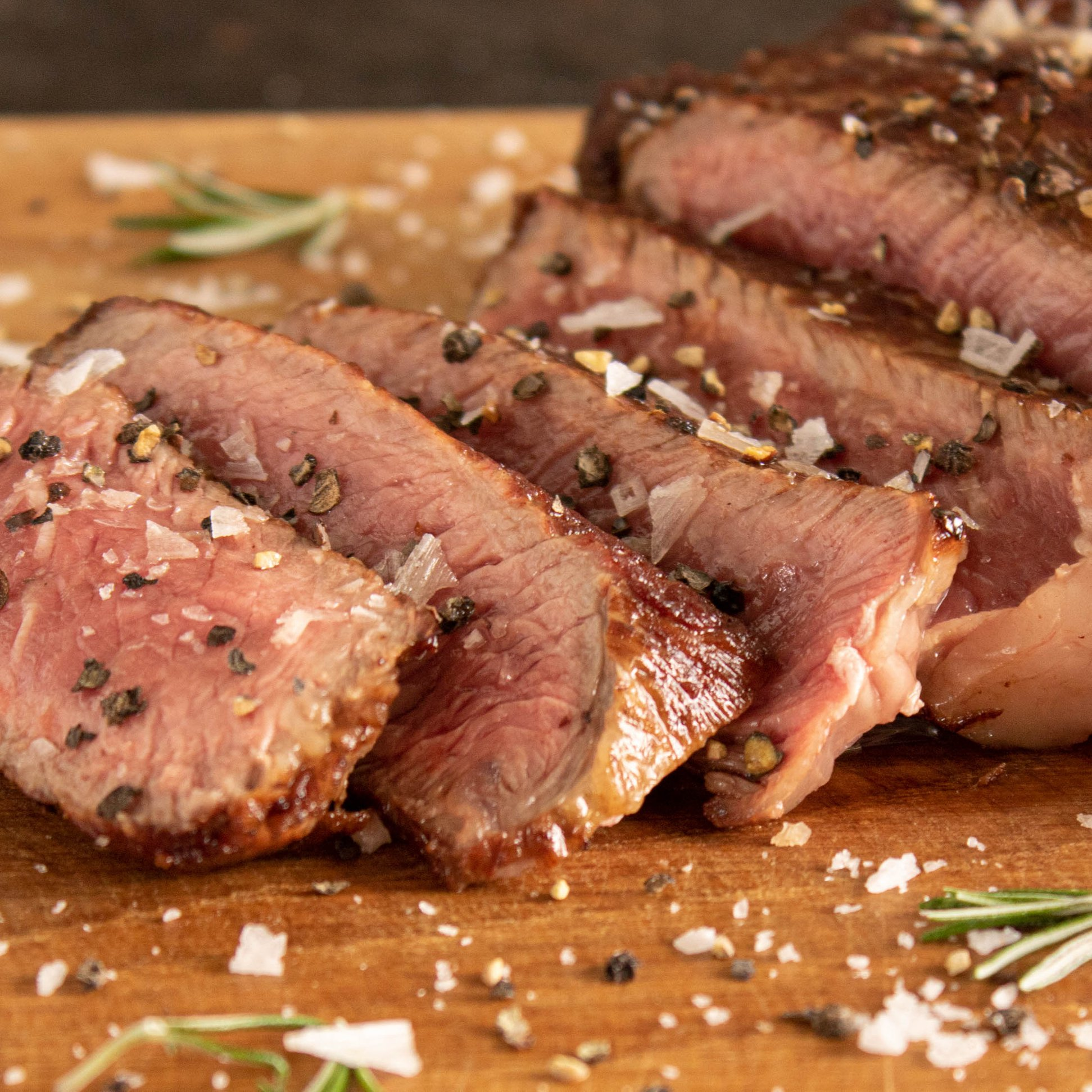 Biefstuk bakken in geklaarde boter