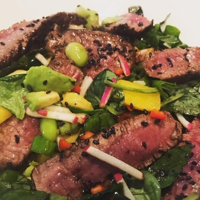 Supersnelle Oosterse Biefstuk salade met mango